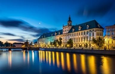 (1)_ Wroclaw_-_Uniwersytet_Wroclawski_o_poranku (385x249)